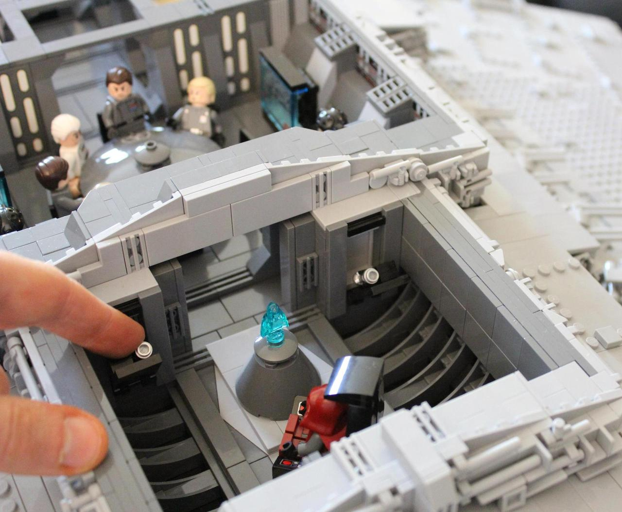 This giant lego star destroyer has room for tie fighters inside - Croiseur interstellaire star wars lego ...