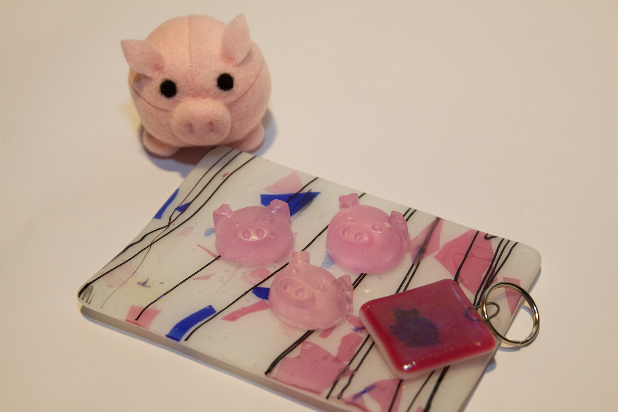 The Pig Pack! Includes pig-themed glass soap dish from Maggie Bevis and glass pig keychain from Helen Cowart.