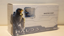 Halo's Master Chief deluxe collectible mini bust including interchangeable arms and weapons to create one of three poses.
