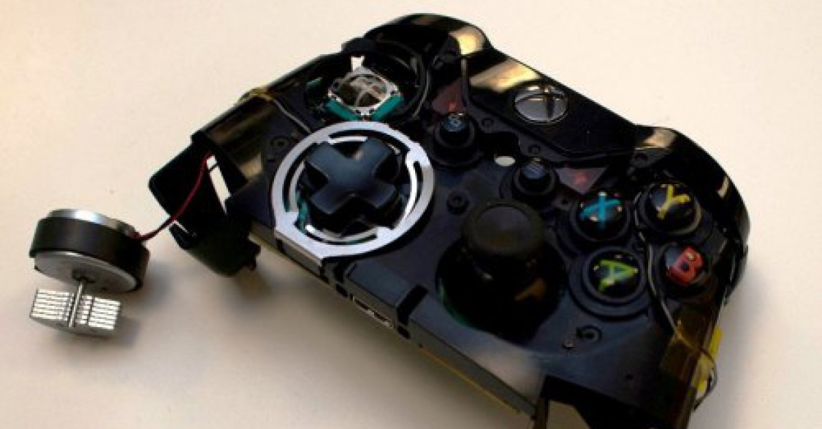Prototype Xbox One Controller Emitted Smells The Escapist