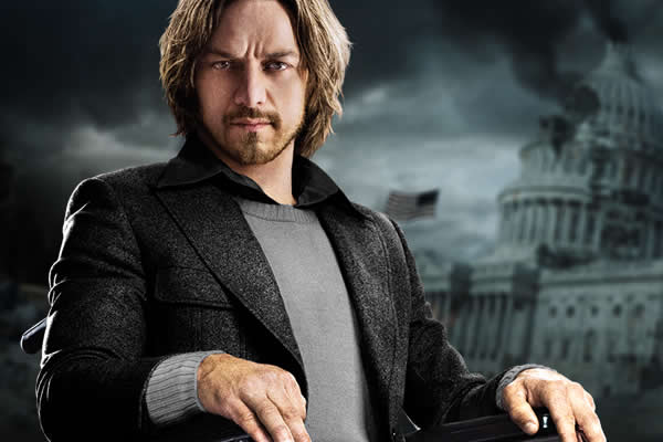 CHARLES XAVIER (James McAvoy)
