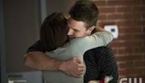 Willa Holland as Thea Queen and Stephen Amell as Oliver Queen. Photo Credit: Cate Cameron/The CW.