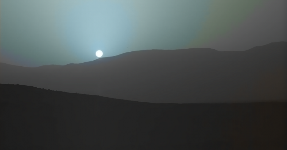 Curiosity Rover Captures Images of Mars Sunset | The Escapist