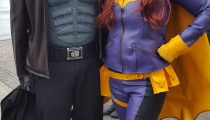 Yes, Red Hood and Batgirl may be on different sides of the hero/anti-hero spectrum. But they can still hang out in the convention line-up.