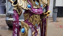 """Cosplayer Mel Colley crafted a fantastic League of Legends Azir outfit, complete with a """"floating"""" staff!"""