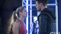 Emily Bett Rickards as Felicity Smoak and Stephen Amell as Oliver Queen. Photo Credit: Cate Cameron